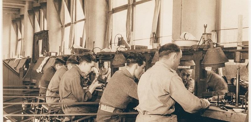 Diamond polishers at work