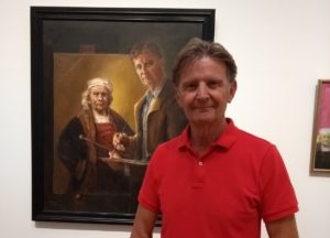 Remy Diephuis in front of his Self portrait with Rembrandt, on display in the Rijksmuseum