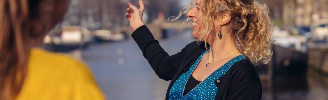 Eva guiding in the center of Amsterdam